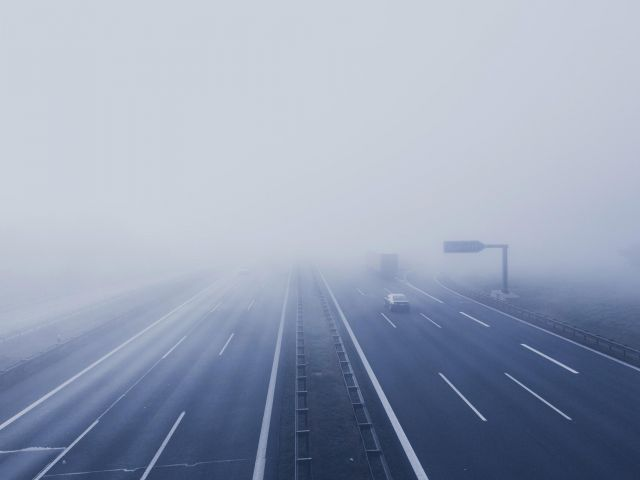 voir-a-travers-les-elements-obscurcissants-brouillard-pluie-neige-fumee